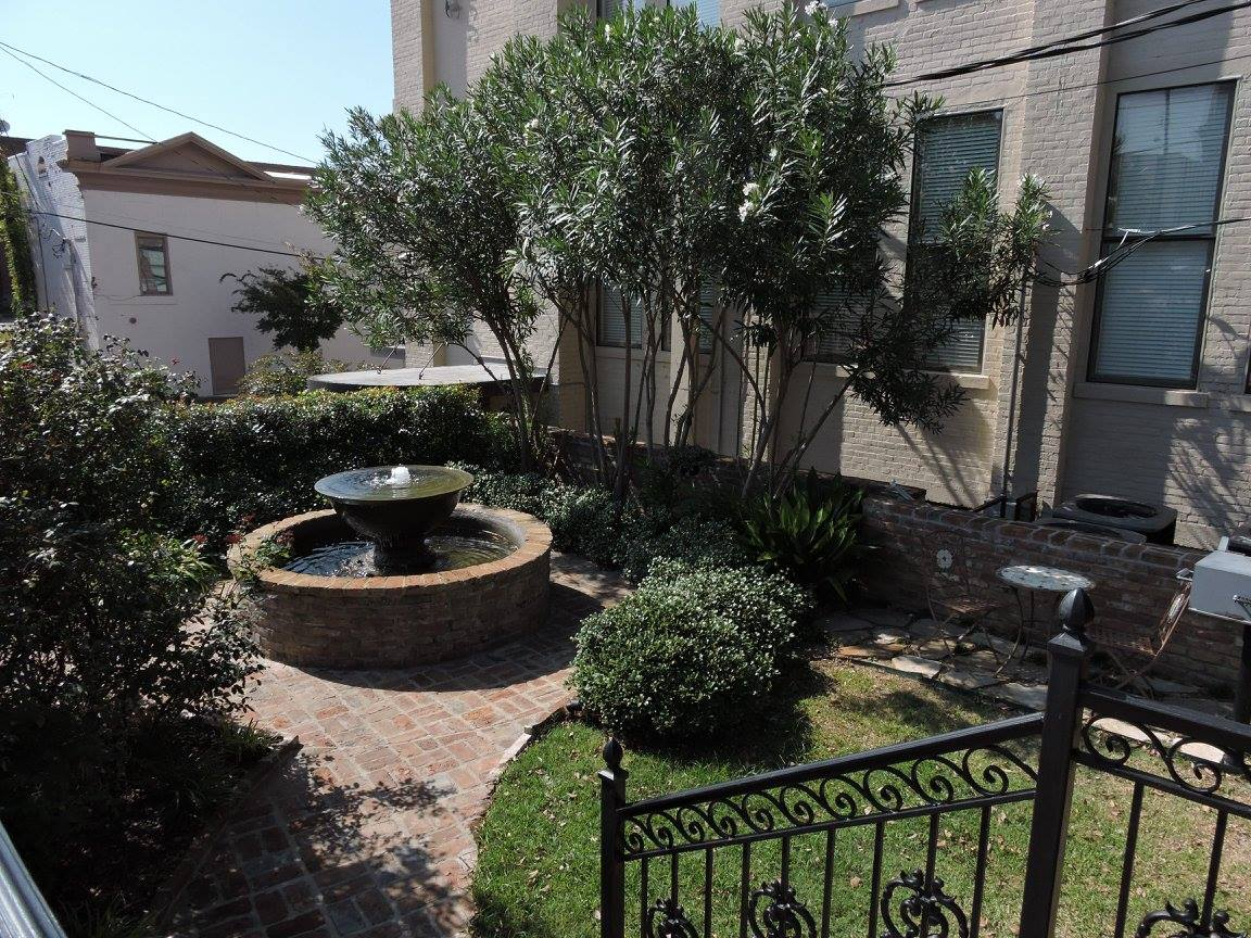Courtyard Photo, Balcony View of the Valley in VIcksburg, The Valley Properties in Vicksburg MS, Modern Luxury Living